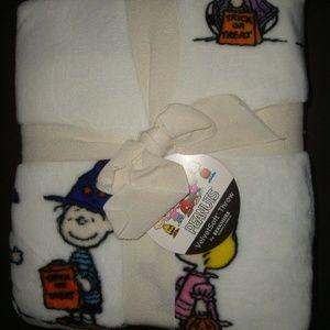 Berkshire Throw Blanket Halloween Peanuts Snoopy